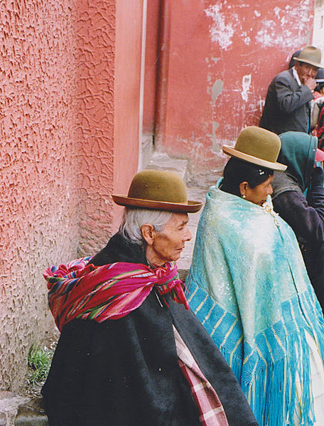 456px-People_of_La_Paz_in_Bolivia