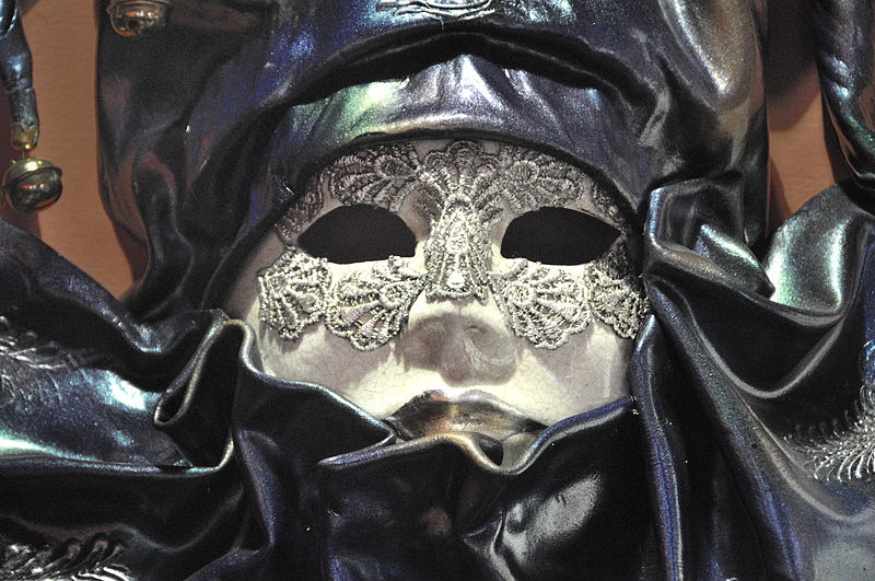 Venetian_Carnival_Mask_-_Maschera_di_Carnevale_-_Venice_Italy_-_Creative_Commons_by_gnuckx_(4816108881)
