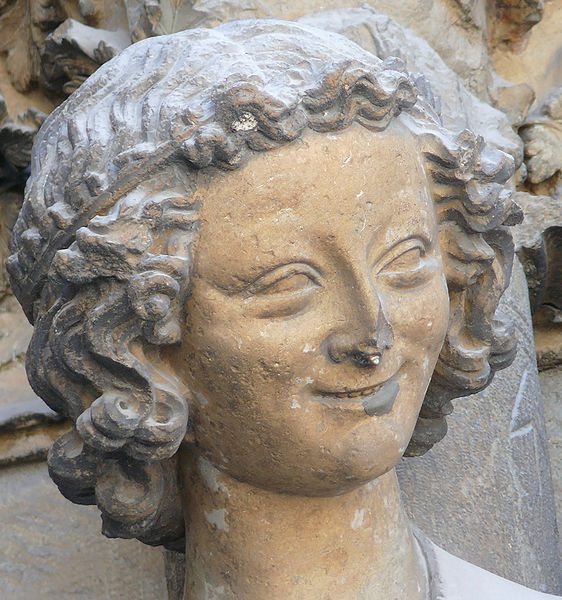 562px-Laughing_angel_Reims