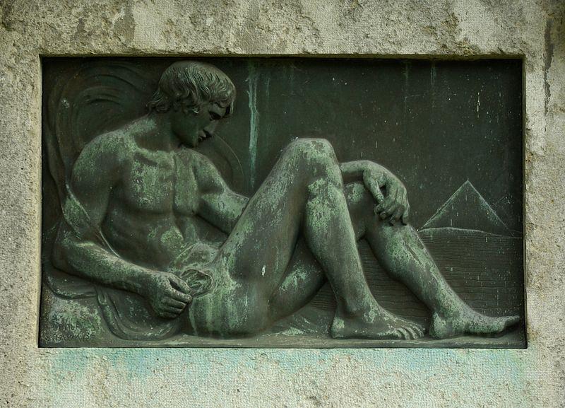 800px-Erlangen_Zentralfriedhof_Feld_12_AR_9-11_-_002